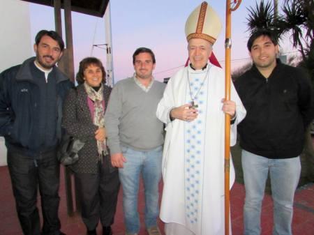 "Alguien mencionó una sabia frase: ""Por suerte el Obispo es hincha de River... el Padre Martin de la Costa de Mar Chiquita deberia seguir el ejemplo"" (jaja)."
